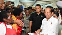 Foto: Blusukan Jokowi ke Mal dan Pasar Mama-mama Papua