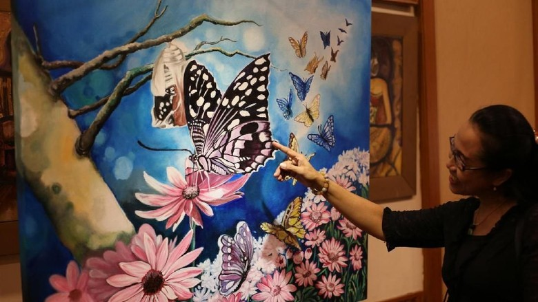Pameran Lukisan Kupu-kupu Semarakkan Hari Kartini di Surabaya