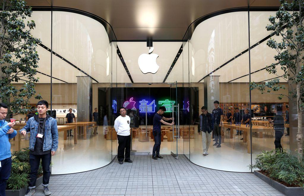 Apple Shinjuku dibuka resmi pada 5 April lalu. Foto: Reuters