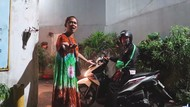 Potret Kemarahan Ibu-ibu Akibat Aksi Prank Pocong Erlanggs Cs