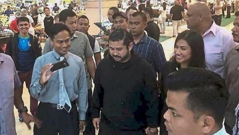 Heboh! Pangeran Johor Bayar Belanjaan Pengunjung Mal Rp 3,5 M