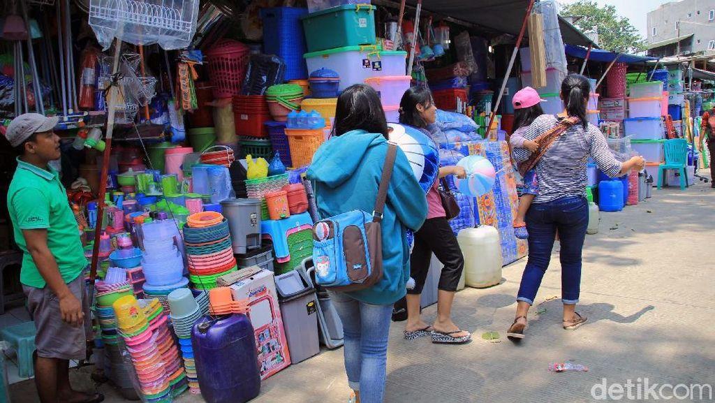 Pasar Plastik Jatinegara, Pusatnya Barang Plastik Harga Miring