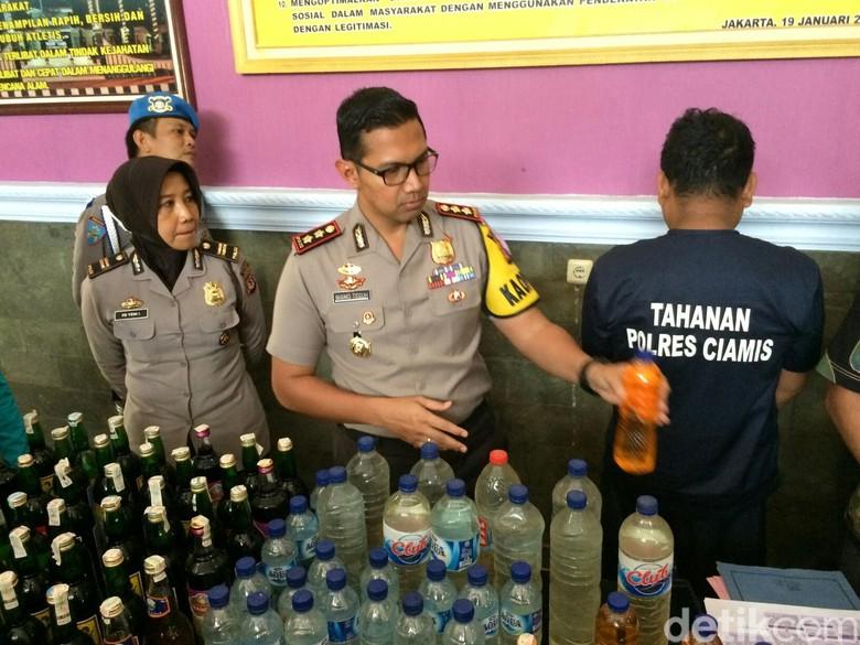 Polisi Ciduk Penjual Miras Oranye yang Tewaskan Pria Ciamis