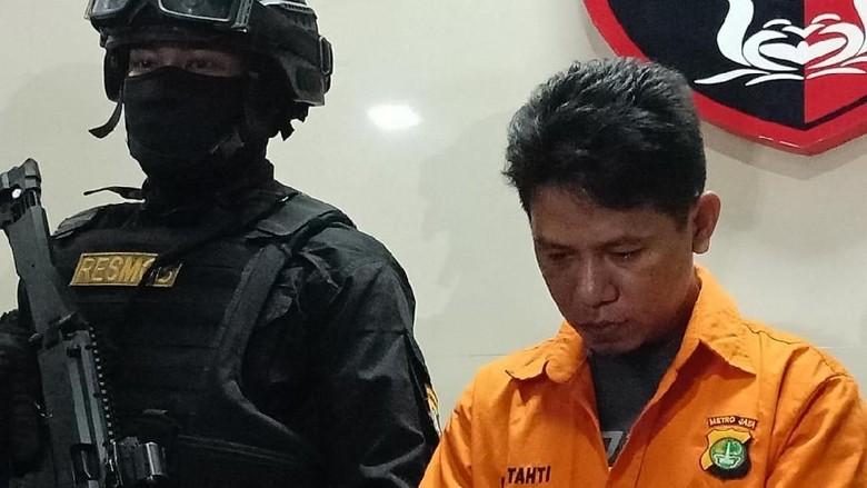 Driver Taksi Online yang Lindas Polisi Sedih Ingat Keluarga
