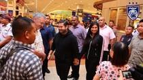 Ungkapan Gembira Pengunjung Mal yang Ditraktir Pangeran Johor