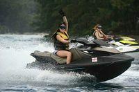 Para finalis Miss Universe 2015 menikmati water sport di Kepulauan Seribu (anindyakputri/Instagram)