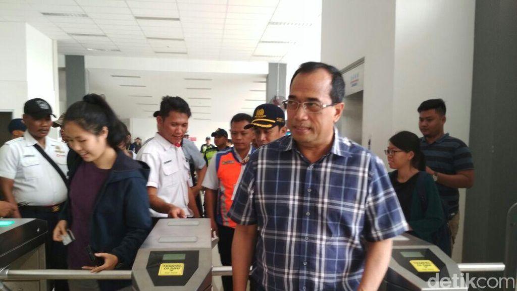 3 Jurus Menhub Benahi Horor Penumpukan Penumpang di Stasiun Duri