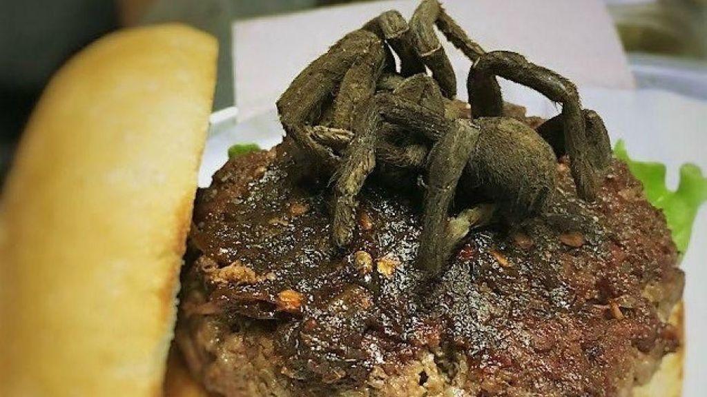 Wow! Di Restoran Ini Ada Burger Berisi Tarantula Panggang