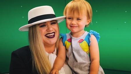 Cerita Kelly Clarkson tentang Anaknya yang Cool dan Pemberani