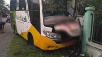 Bus Rombongan Zikir Akbar Tabrak Pagar Sekolah, 2 Penumpang Tewas