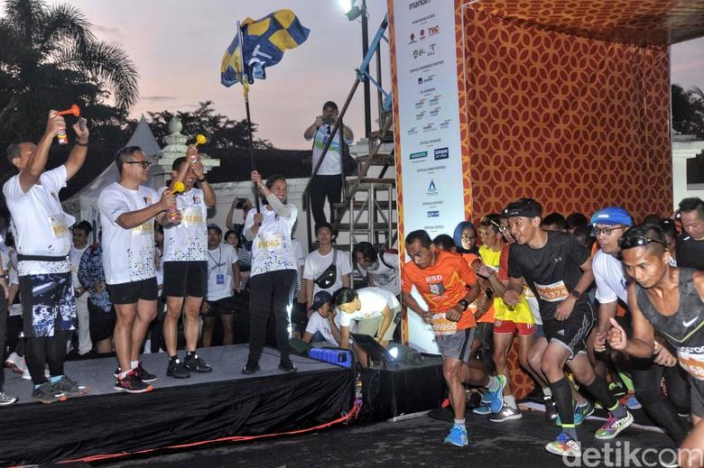 Menteri BUMN Lepas Peserta Mandiri Jogja Marathon
