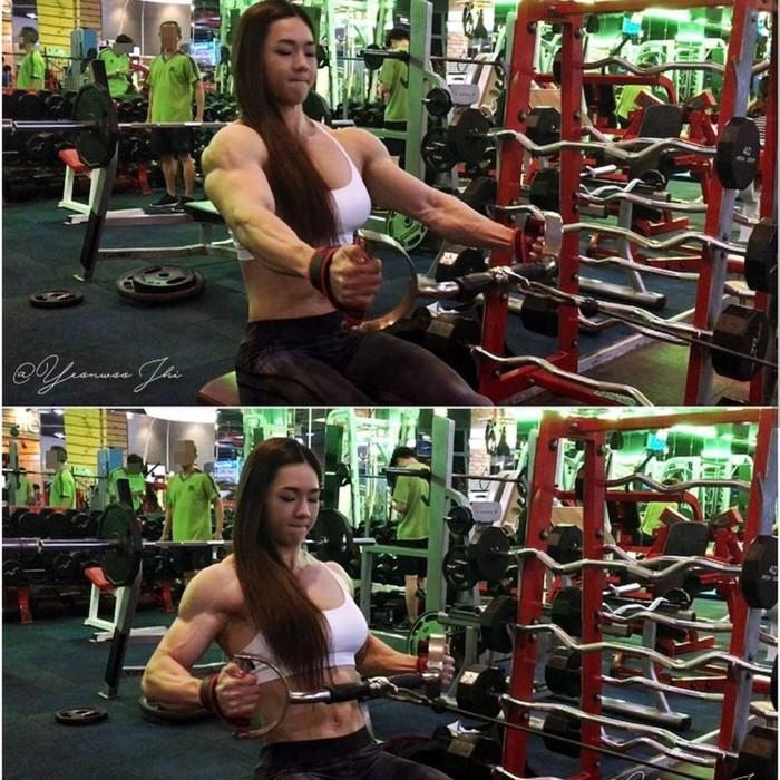 Dari tubuhnya bisa ditebak kalau olahraga yang dilakukan Yeon lebih berfokus pada latihan beban. Foto: Instagram/yeonwoojhi