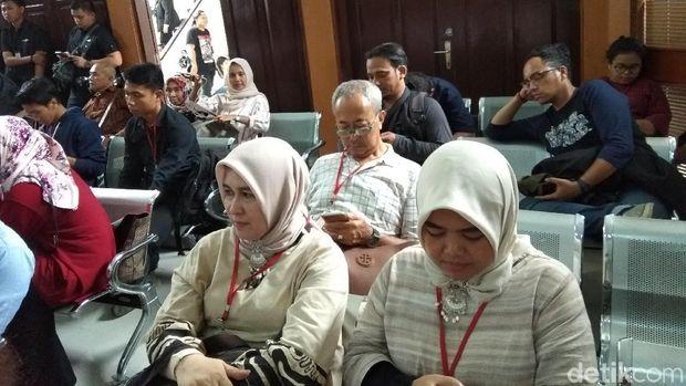 Asma Dewi hadir di sidang perdana Ahmad Dhani