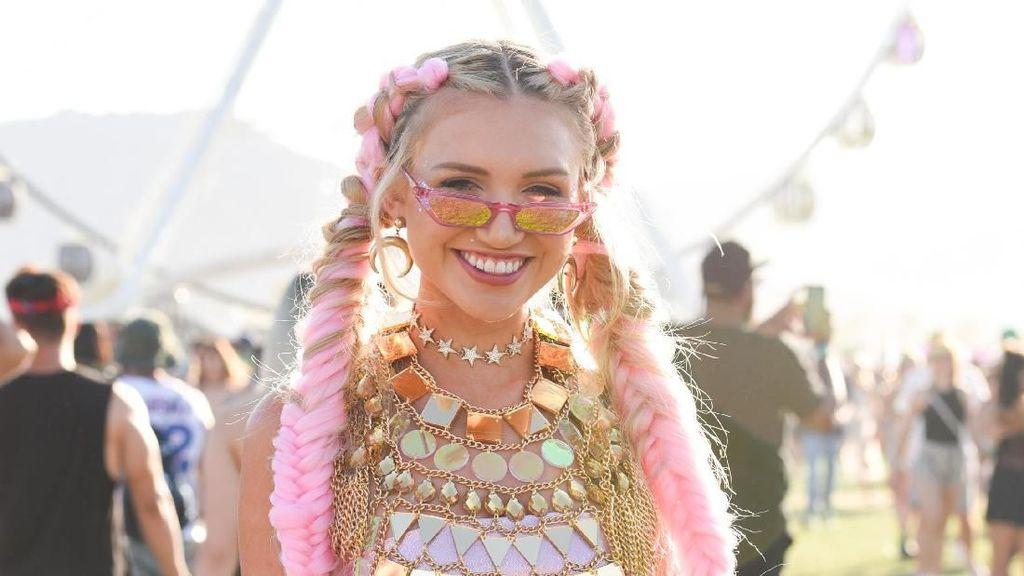 Deretan Baju Nyeleneh di Coachella 2018, Bikin Nggak Habis Pikir!