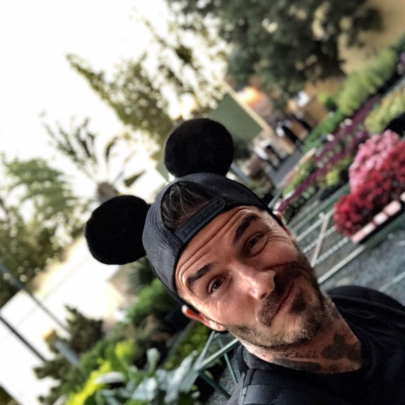 David Beckham seru-seruan di Disneyland Minggu (15/4/2018) kemarin (davidbeckham/Instagram)