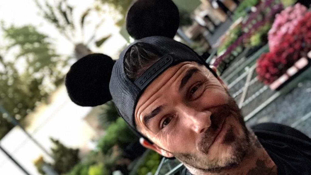 Hot Daddy! David Beckham ke Disneyland Bareng Keluarga