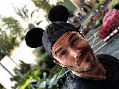 Hot Daddy! David Beckham ke Disneyland Bareng Keluarga