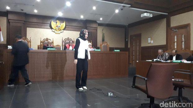 Istri Setya Novanto, Deisti Astriani Tagor bersaksi dalam sidang lanjutan Bimanesh Sutarjo di Pengadilan Tipikor, Senin (16/4/2018)