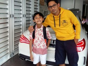 Hmm, kayaknya si jagoan cilik mau diantar ayahnya sekolah nih. (Foto: Instagram/ @ibnujamilo)