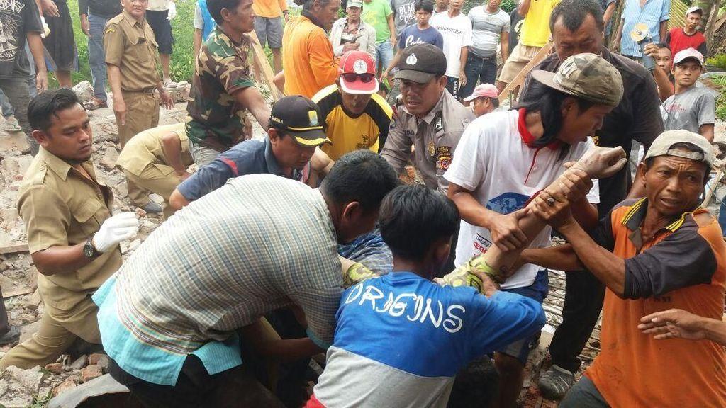 Cerita Suara Gamelan dan Gemuruh Gudang Walet Runtuh di Cirebon