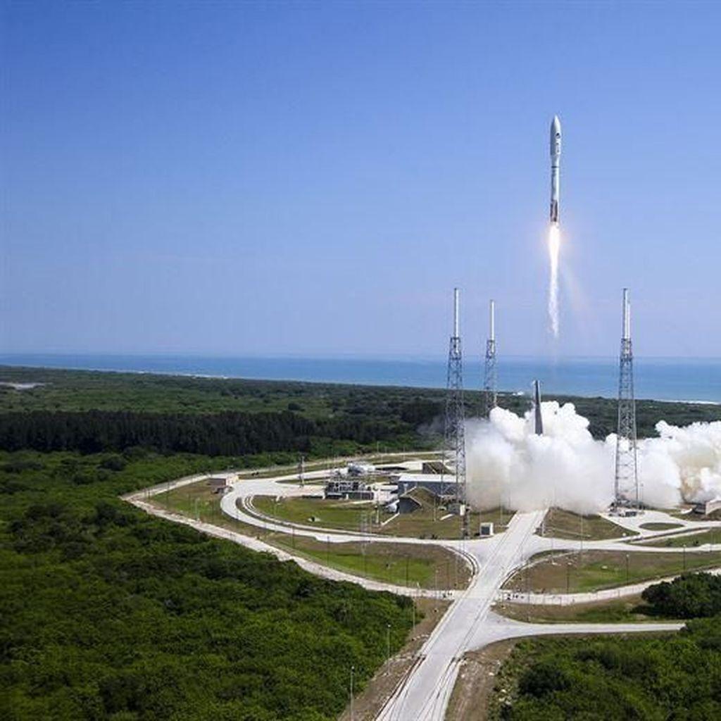 Satelit Pemburu Bumi Baru Sukses Mengangkasa