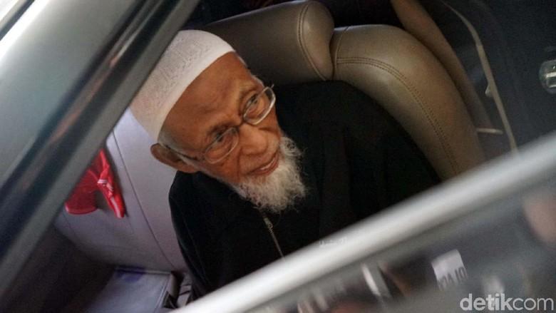 Setelah 5 Jam, Abu Bakar Baasyir Tinggalkan RSCM