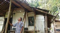 Kakek Sebatang Kara di Purworejo Ini Tinggal di Gubuk Reyot