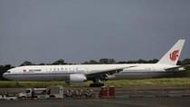 Sakit Jiwa, Penumpang Pesawat Ini Sandera Pramugari Pakai Pena