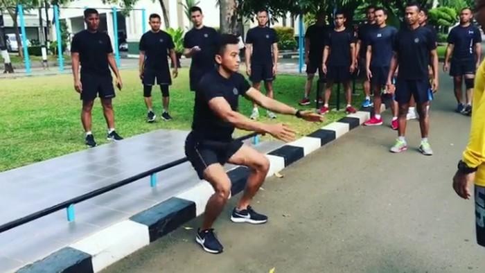 Latihan fisik adalah salah satu hal wajib yang dilakukan oleh Pasukan Pengaman Presiden (Paspampres). Foto: Instagram/suhartono323
