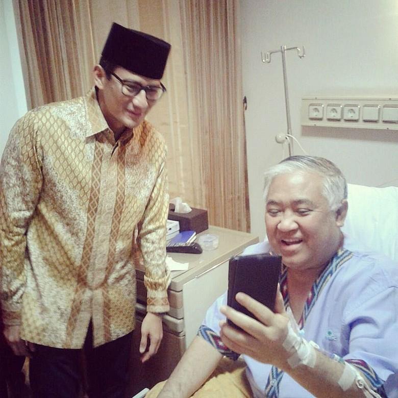 Jenguk Din Syamsuddin, Sandiaga Doakan Segera Pulih