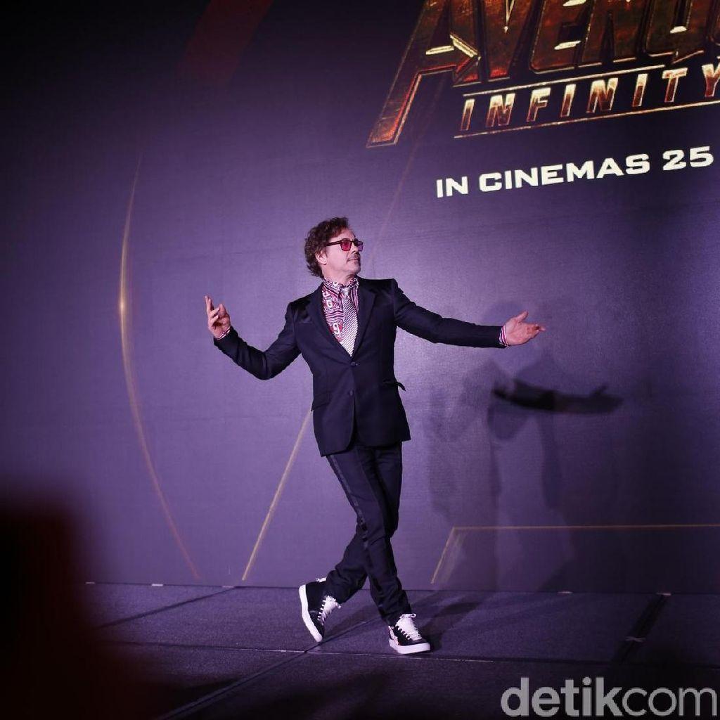 Kata Robert Downey Jr Tanggapi Kritik James Cameron pada Infinity War