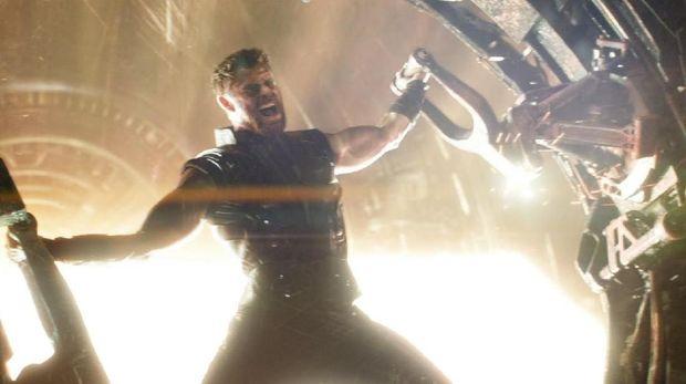 Thor akan membuat senjata baru setelah Mjolnir hancur di Ragnarok
