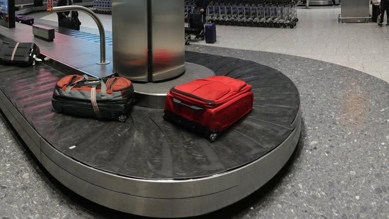 Terpeleset dan Terbawa Konveyor di Bandara Moskow, Penumpang Didenda