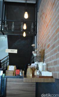 Tempat memesan dan ragam biji kopi yang bisa Anda beli.
