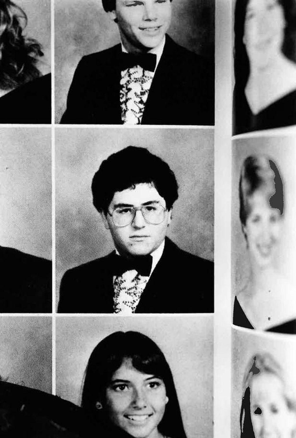 Michael Dell lahir 23 Februari 1965 di Houston, Texas, Amerika Serikat. Dia lahir dari keluarga imigran Yahudi cukup berada. Sama seperti mayoritas pentolan lain di dunia teknologi, Michael sudah tertarik mengutak atik komputer sejak kecil. Dia membeli sebuah kalkulator saat berumur 7 tahun. Foto: istimewa