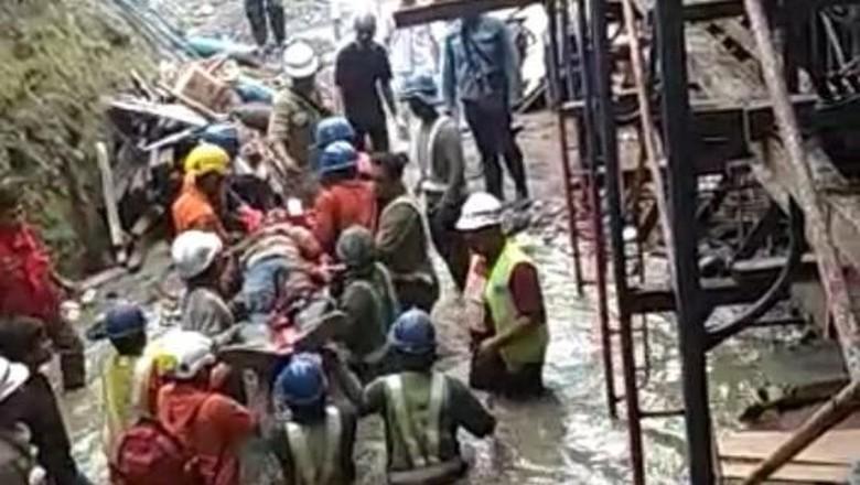 Tegangnya Proses Evakuasi 3 Pekerja Tol yang Runtuh di Manado