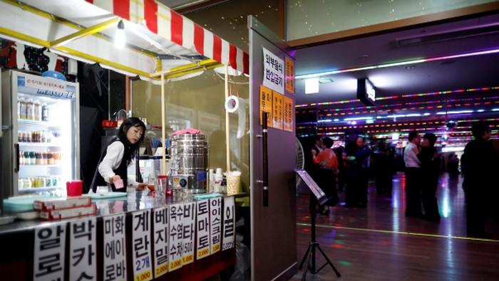 Unik karena diskotek ini tidak jual alkohol, melainkan cuma sedia yoghurt probiotik yang menyehatkan (Foto: Reuters)