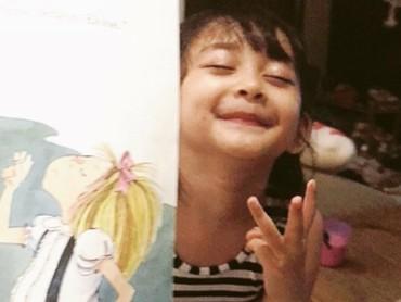 Pasang ekspresi begini, Miya habis ngapain ya? (Foto: Instagram/shelomitadiah)