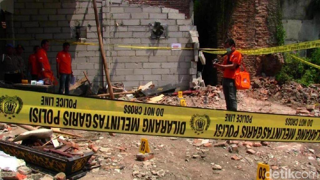 7 Tewas Keruntuhan Gudang Walet, Jokowi dan Mendikbud Berduka