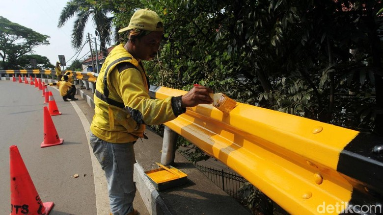 Foto: Pagar Flyover Senayan Dipercantik