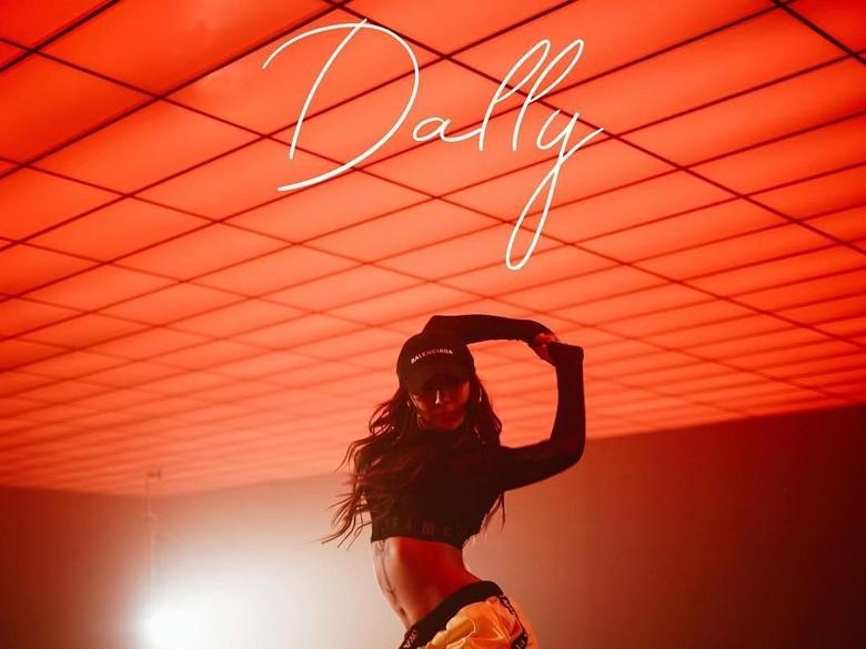 Hyorin Pamer Bokong di Teaser Comeback Dally