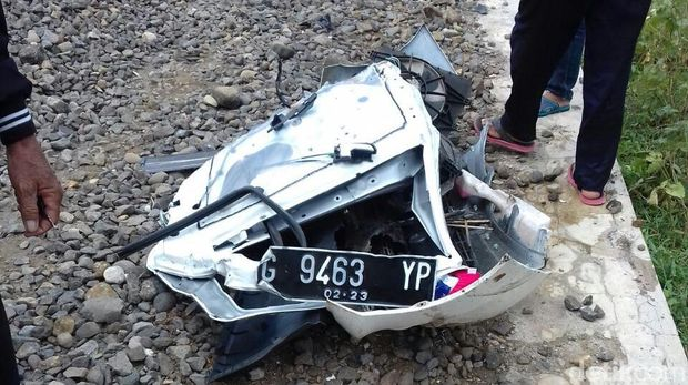 Mobil Terseret KA 200 Meter di Pemalang, 2 Orang Tewas Seketika