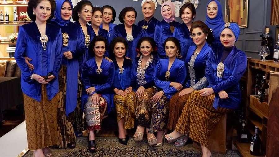 Sambut Hari Kartini, Geng Krisdayanti Cantik Arisan Berkebaya