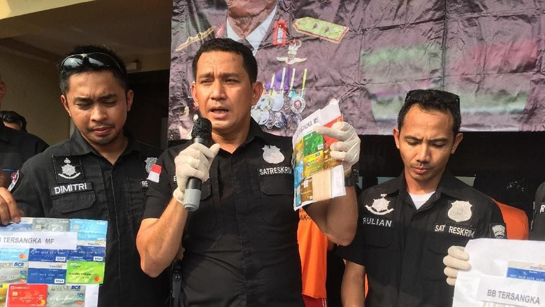 Polisi Tangkap Kelompok Spesialis Ganjal ATM di Minimarket