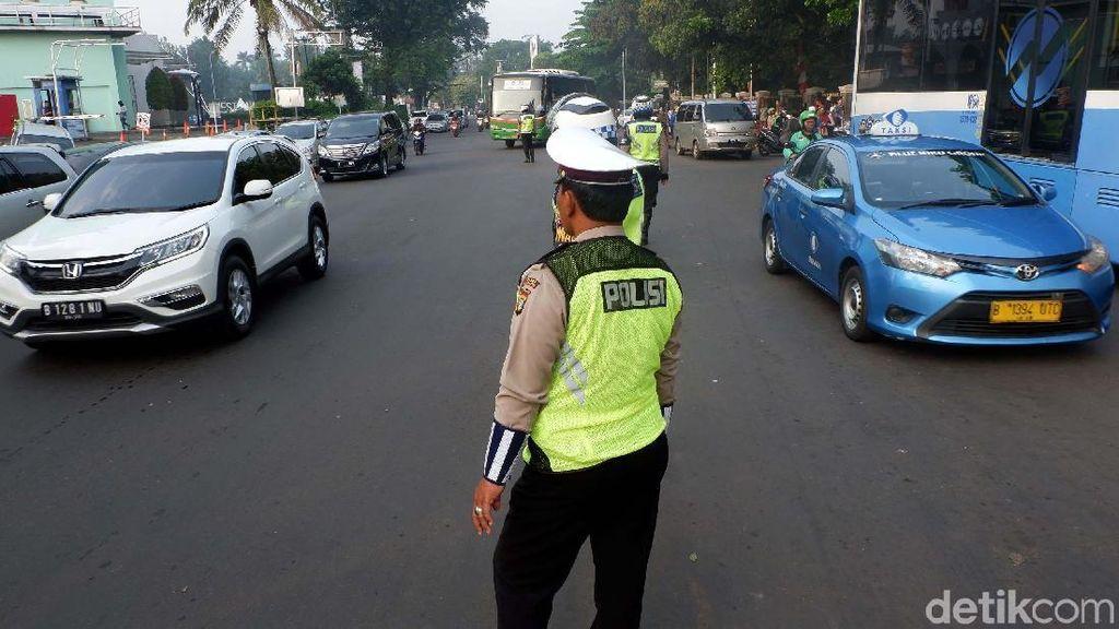 Mobil Pejabat Pelat Hitam Tak Kebal Aturan Ganjil Genap di Tol