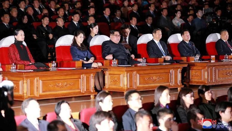 Bukan Misil, Kim Jong Un Rayakan HUT Pendiri Korut dengan Balet