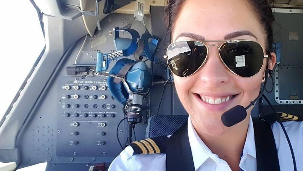 Siapa yang Mau Terbang Sama Pilot Cantik Berotot Kencang?