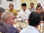 Jokowi Ngerap di Istana Bogor