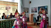 Saat Mahasiswi di Ukraina Bersolek dengan Pakaian Adat Indonesia
