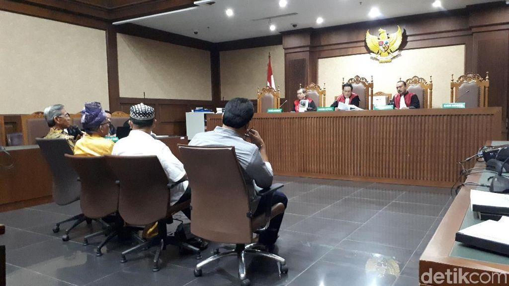Jaksa ke Saksi: Anda Tahu Rumah Hakim PT Manado Diteror?